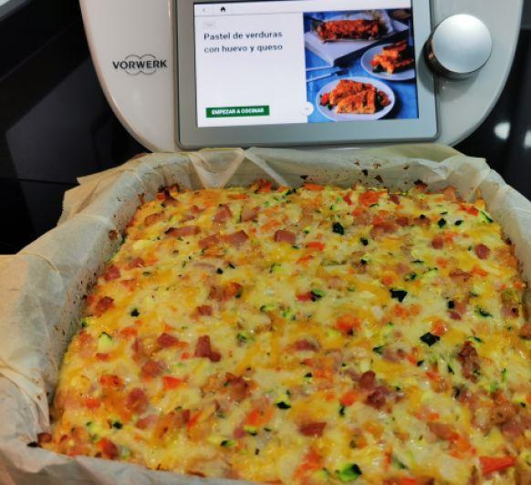 Pastel de verduras, queso y huevo.
