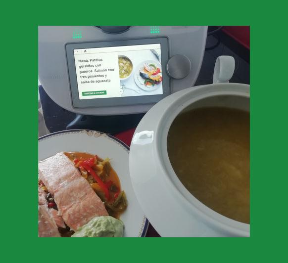 Menú: Patatas guisadas con puerros. Salmón con tres pimientos y salsa de aguacate con Thermomix® desde Majadahonda en Madrid