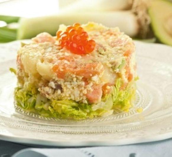 Ensalada de patata, salmón y aguacate.