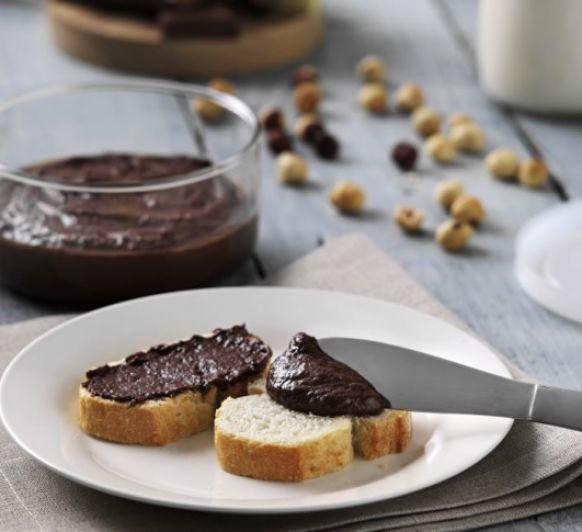 Crema de leche, chocolate, avellanas y azúcar con Thermomix® desde Majadahonda