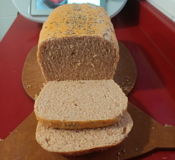 Pan de molde de tomate y sésamo con Thermomix® y el varoma